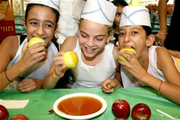 לקראת ראש השנה לראשונה בישראל- פסטיבל תפוחים בקניון גבעתיים.