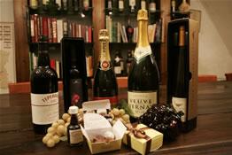 הבית הפתוח הגדול של סוף השנה : יין,  שוקולד ושמפניה ב'איש הענבים' ביפו