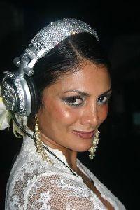 DJ Donna D'Cruz  ה-DJ של חוג הסילון הבינלאומי בהופעה ראשונה בישראל