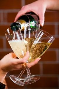 שמפניה תשמח לבב אנוש...