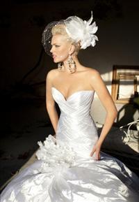 סלון דימיטריוס מציג ליין שמלות כלה