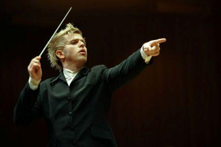 הפסנתרן דניל טריפונוב עם הסימפונית הישראלית ראשון לציון