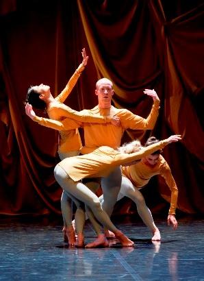 בלט לורן מננסי מופיע עם שלוש יצירות ענק