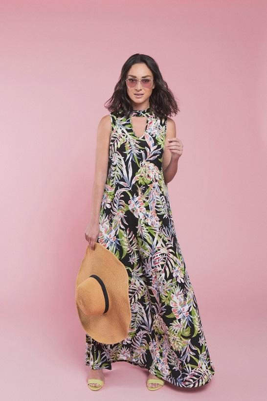 יפות בקיץ עם שמלות של עונות & ג'אמפ
