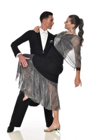 רעומה זק״ש משיקה קולקציה מרהיבה של שמלות ערב
