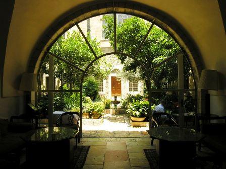 פינוקי קיץ במלון אמריקן קולוני,  בירושלים