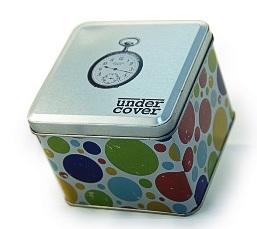 קופסאות רטרו מעוצבות, מלאות בשוקולד טעים ואיכותי