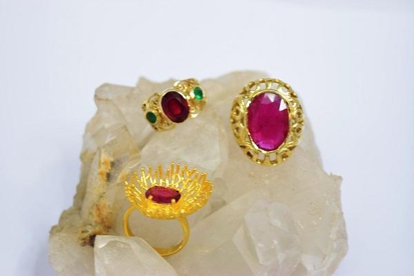 חנות 'אבנים בשנקין' מציעה אהבה ותכשיטים