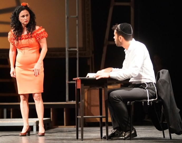 'דינה', דרמה חברתית בועטת, מאת חנה אזולאי הספרי, בתיאטרון דימונה