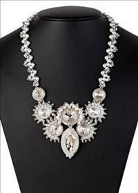 רינה חכמון מגדירה את מושג היופי מחדש באמצעות יצירות התכשיטים שלה!