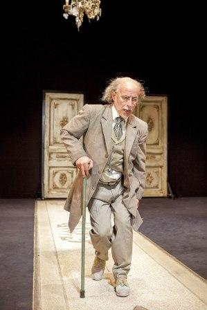 הקמצן מאת מולייר, הצגה מלבבת בתיאטרון הלאומי הבימה