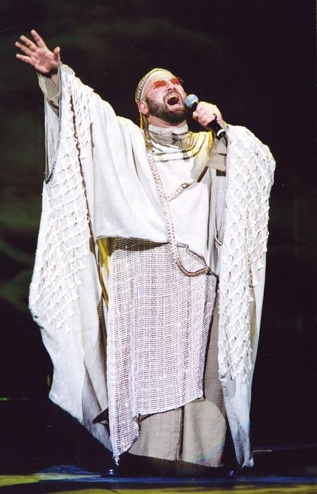 יעקב יבנו, במופע