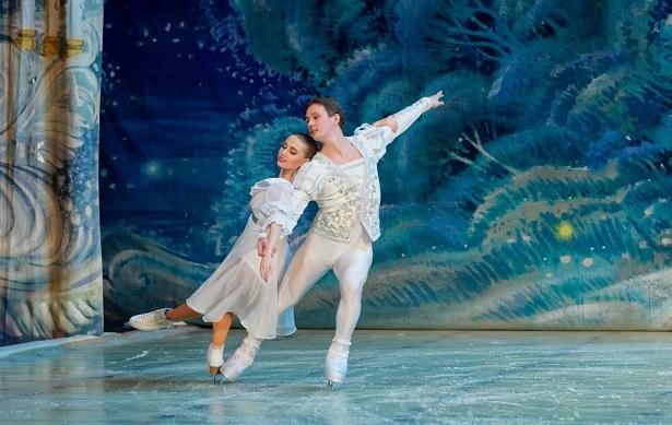 הבלט 'מפצח האגוזים' בביצוע התיאטרון הלאומי הרוסי על הקרח סנט פטרסבורג
