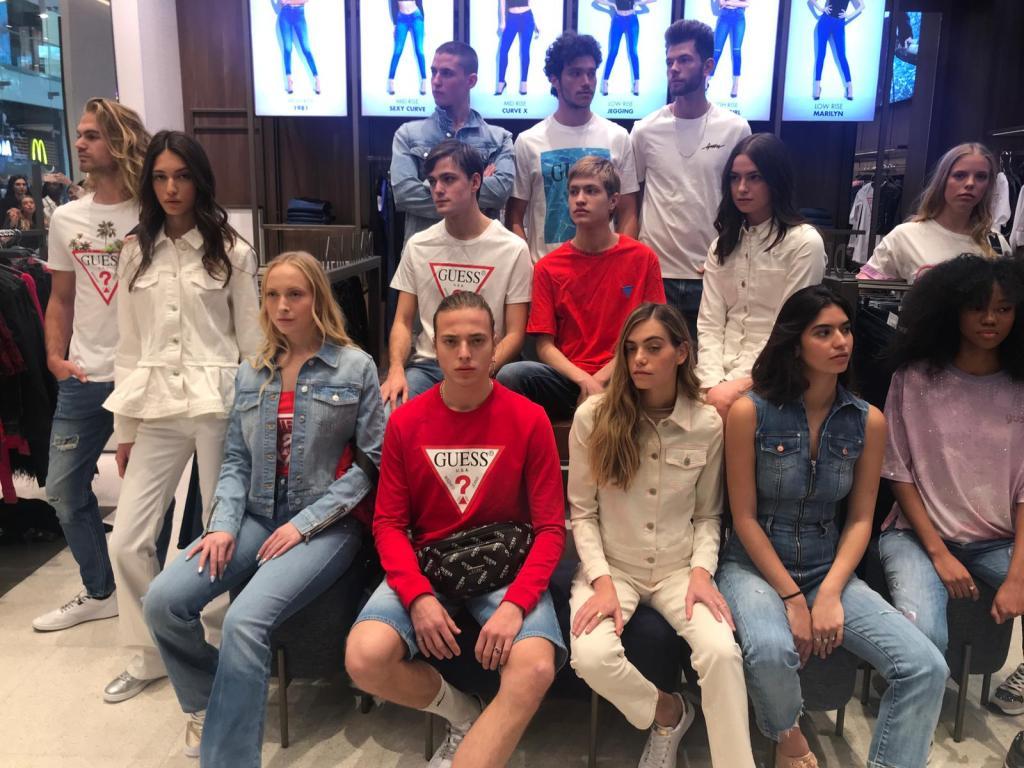 הי בנות, תנחשו מי הגיע לקניון TLV? מותג האופנה האייקוני GUESS