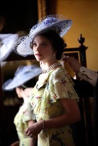 על אהבה, מלוכה, תשוקה ובערה בסרטה הראשון של מדונה כבימאית, W.E