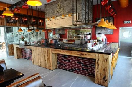 Burger Saloon - מהפרה היישר לסאלון