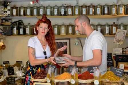 ''מסטרשוק'' - סיורי קולינריה ויין  בשוק הכרמל ובסמטאות כרם התימנים