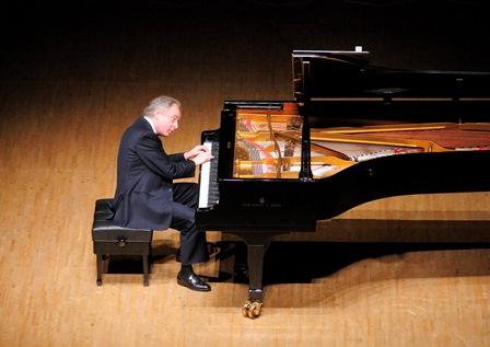 סר אנדרש שיף יגיע לנצח על סדרת קונצרטים בפילהרמונית הישראלית