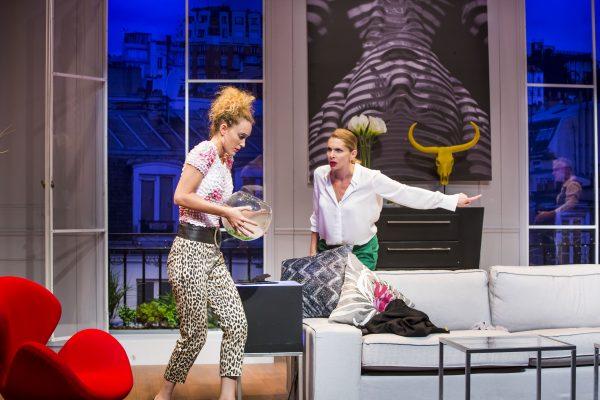 תיאטרון בית לסין מעלה את הקומדיה