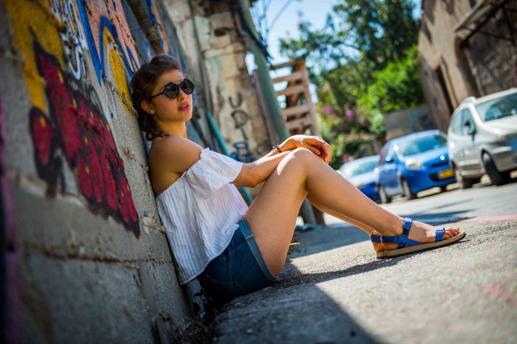 סנדלי שורש מציגים דגמי אורבן עור אביביים לנשים