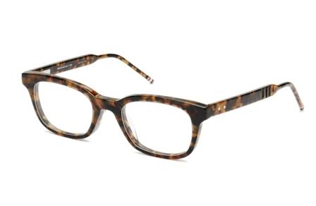 טום בראון כובש את עולם מסגרות המשקפיים